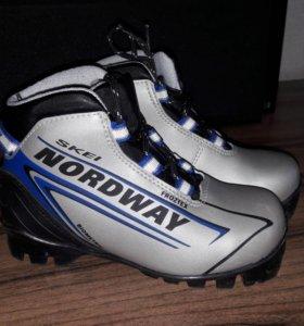 Продам лыжные ботинки 30рр