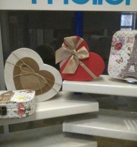 Шкатулки и подарочные коробочки