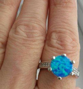 Серебрянное кольцо с голубым огненным опалом