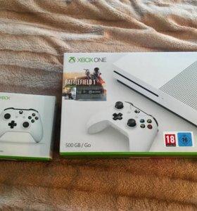 Xbox One S: полный комплект, 2 дж, много игр. Торг