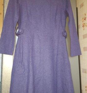 Фиолетовое шерстяное платье