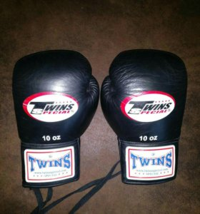 Боксёрские перчатки Twins