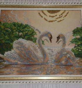 """Картина """"Лебеди"""" вышитая бисером в рамке"""
