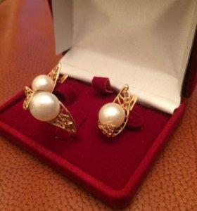 Золотые серьги и кольцо с жемчугом