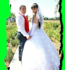 Фотограф обслужит свадьбу и...