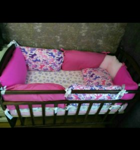 Кроватка с матрасом + подарки
