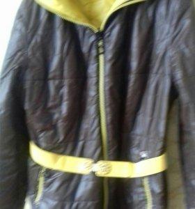Куртка Двухсторонняя с капюшоном.