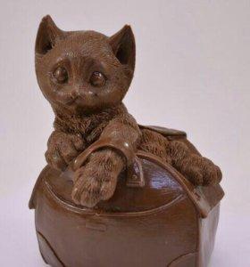 """""""Котёнок в сумочке"""" Шоколадная фигурка"""