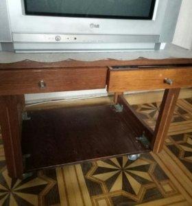 Продаю стол под телевизор