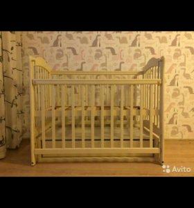 Детская кроватка-маятник с матрасом и бортиком