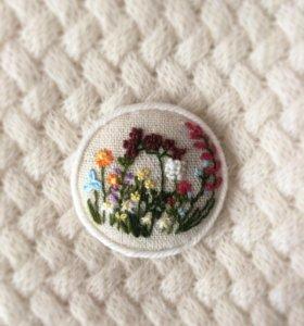 Вышитая брошь Полевые цветы