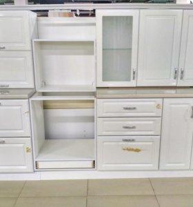 Новая белая кухня, витринный образец
