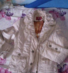 Курточка ( с кусочками натурального меха)