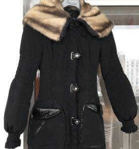 Короткое пальто-пуховик с капюшоном 44-46 р