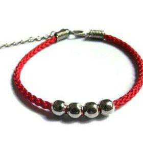 Красная нить с шармами ( браслет )