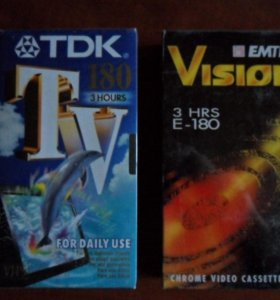 """Две видеокассеты VHS, новые фирменные """"запечатки""""."""