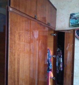 Шкаф 3-створчатый с антресолью.