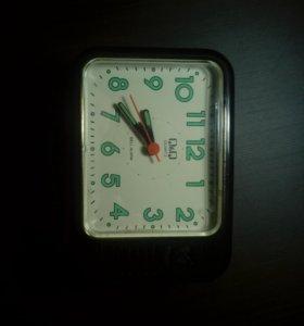 Часы с будильником.