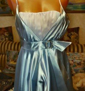 Новое нарядное платье  р.42-44