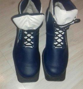 лыжные ботинки 42р