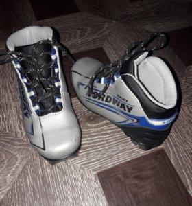 Лыжные ботинки р-р. 33