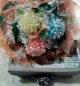 Букет объемный из трех мыльных хризантем