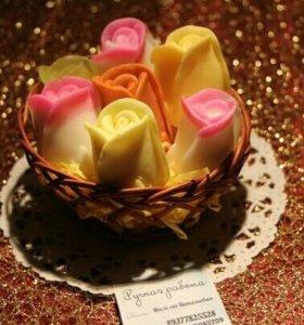 Корзинка из 7 бутонов роз