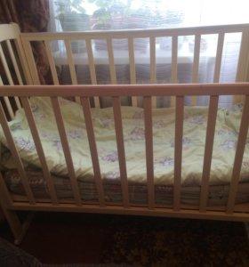 Кроватка с матрасом .