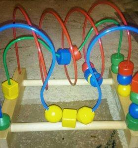 Игрушка для ребенка лабиринт