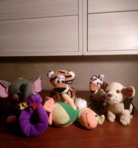 Несколько мягких игрушек