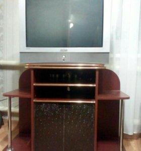Телевизор вместе с тумбой