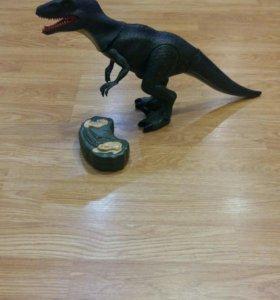 Динозавр на пульте