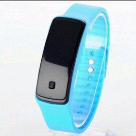 Цифровые часы с сенсорным дисплеем