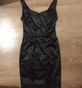 Черное платье в бельевом стиле