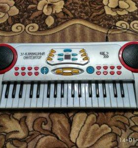 Детский 37-клавишный синтезатор