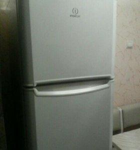 Холодильник в хорошем рабочем состоянии