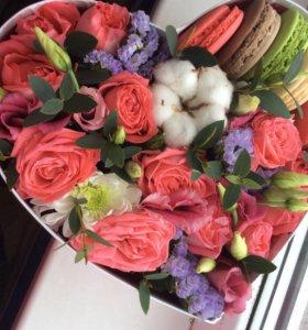 Букеты, цветочные композиции в  фирменных коробках