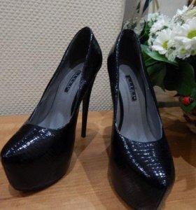Модные стильные туфли 38 размер