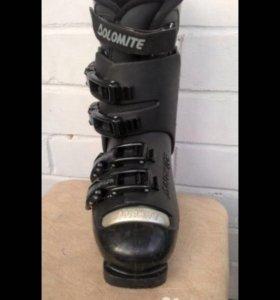Горные лыжи, ботинки и палки (комплект)
