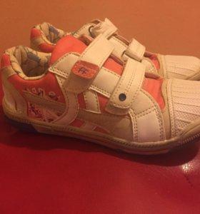 Кроссовки на девочку размер 35
