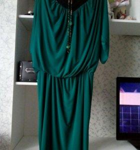 Платье красивого изумрудного цвета