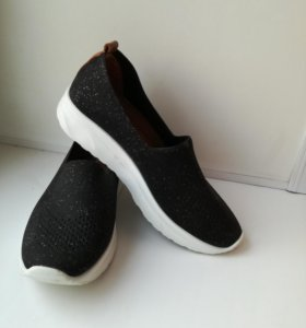 Спортивные туфли