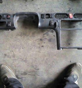 Элемент приборной панели с кнопками Mazda 626
