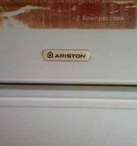 Холодильник Аристон.