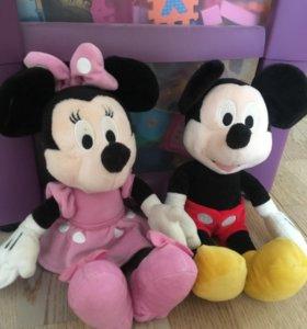 Игрушка- Микки Маус и Минни