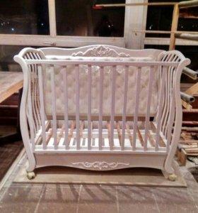 Детская кроватка , диванчик .