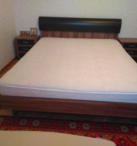Кровать с матрасом отличного качество с тумбой.