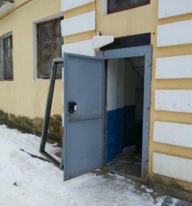 Продам металлическую дверь Б/у с замком