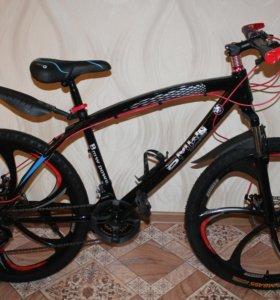 Новый черный БМВ велосипед на дисках
