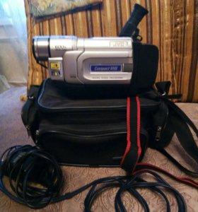 Видеокамера кассетная. JVC 600X DiGiTAL ZOOM.